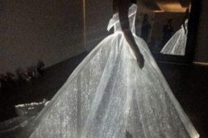 Claire Danes con un vestido luminiscente. Foto:vía Twitter. Imagen Por: