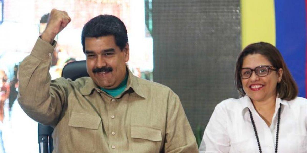 Arranca revisión de firmas por referendo revocatorio contra Maduro
