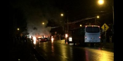 Marea Roja: pescadores bloquean el tránsito en ocho puntos de Chiloé