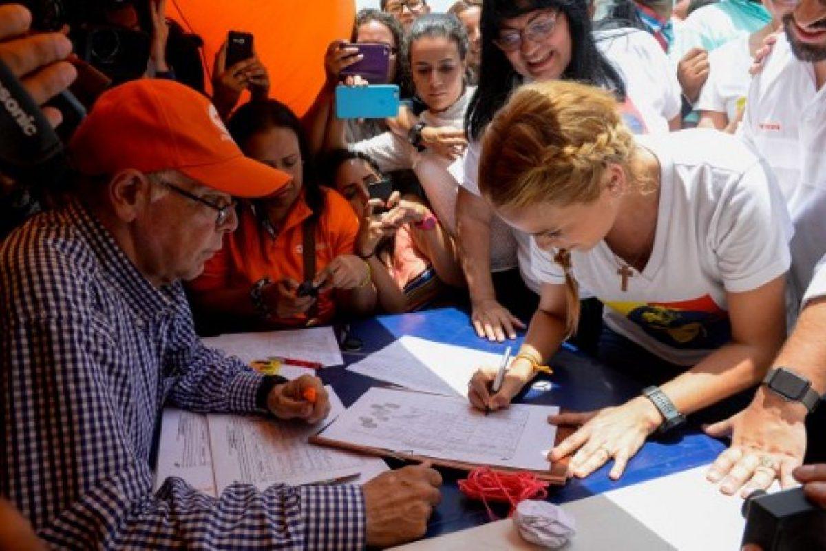 Desde el miércoles 27 de abril, la coalición opositora Mesa de la Unidad Democrática, comenzó a recaudar firmas para iniciar el proceso revocatorio. Foto:AFP. Imagen Por: