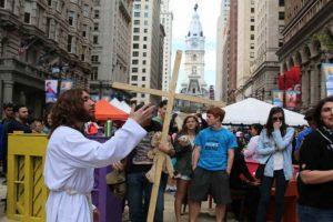 Se dedica a predicar la palabra de Jesús. Foto:twitter.com/phillyjesus. Imagen Por: