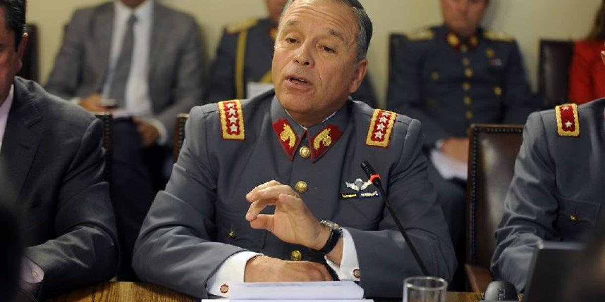 General Oviedo y polémica por pasaportes de sus hijos: