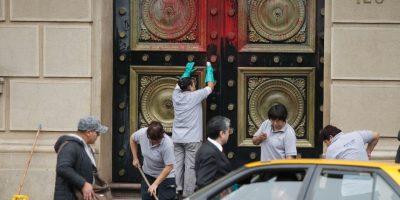 Atacan dependencias del ministerio de Hacienda con pintura por crisis en Chiloé