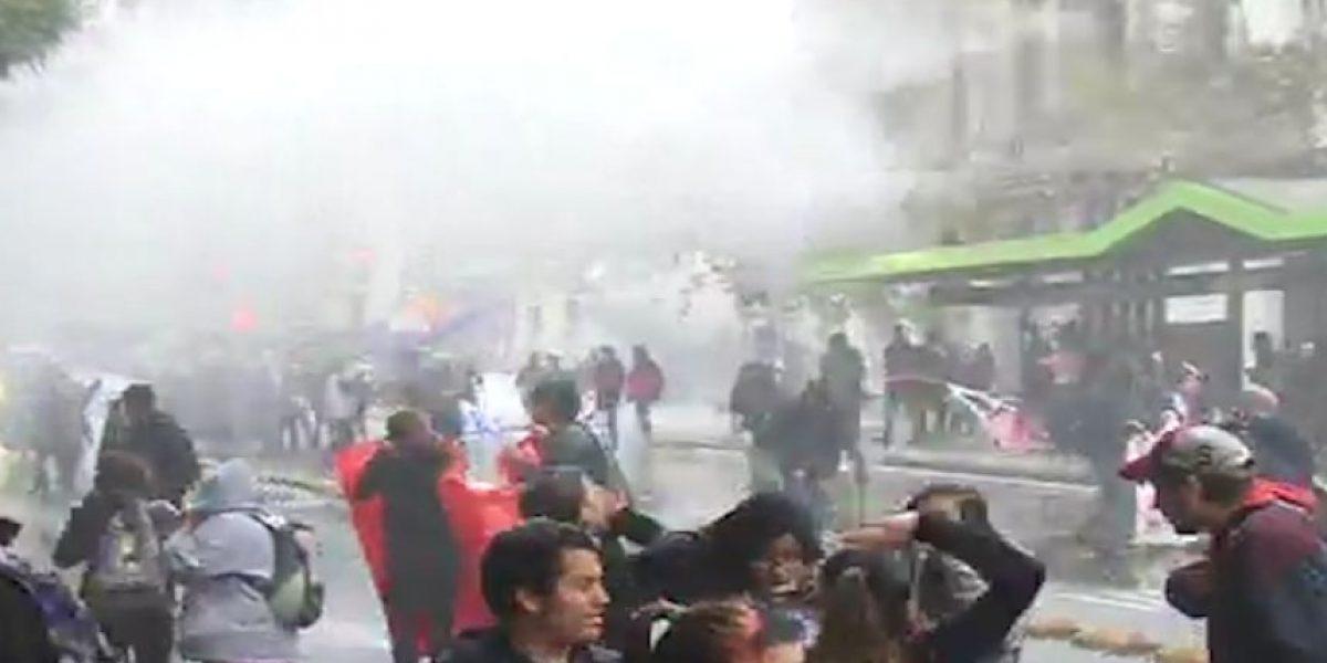 Marcha de estudiantes secundarios parte con incidentes en Santiago