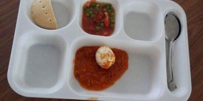 Iquique: escolar sube foto a Facebook criticando la poca comida que le dieron y lo expulsaron