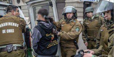 Detuvieron a estudiante que portaba pistola de fogueo durante protesta estudiantil en Alameda