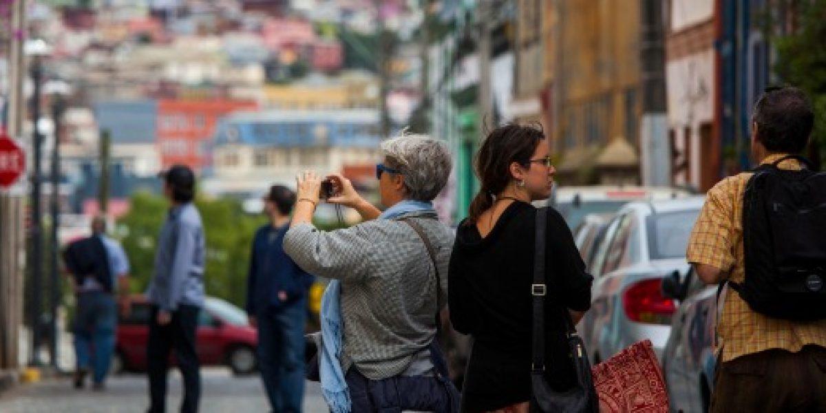 Aprueban proyecto que regula trabajo turístico
