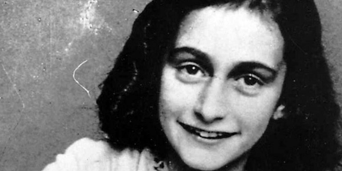 Subastan libro con firma de Ana Frank en Nueva York