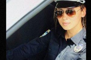 """El Departamento de Policía de Kiev contrató a personas altamente atractivas para desempeñar estas funciones y lanzar la campaña #селфізкопом, que significa """"#Selfieconunpolicía"""". Foto:vía Instagram. Imagen Por:"""