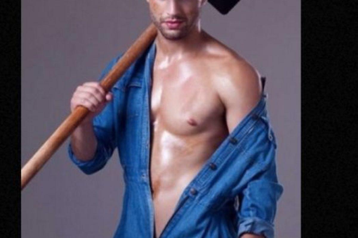 Es un sensual sepultero que trabaja arduamente todo el día y mientras lo hace deleita la vista a cada chica que pasa en Sao Paulo, Brasil. Foto:vía Instagram. Imagen Por: