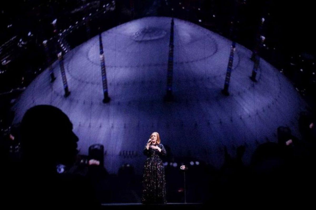 Con 21 semanas,no consecutivas, en el número 1 de las listas de Estados Unidos, Adele rompió el record de permanencia en la cima de Billboard, Foto:Vía instagram.com/adele/. Imagen Por:
