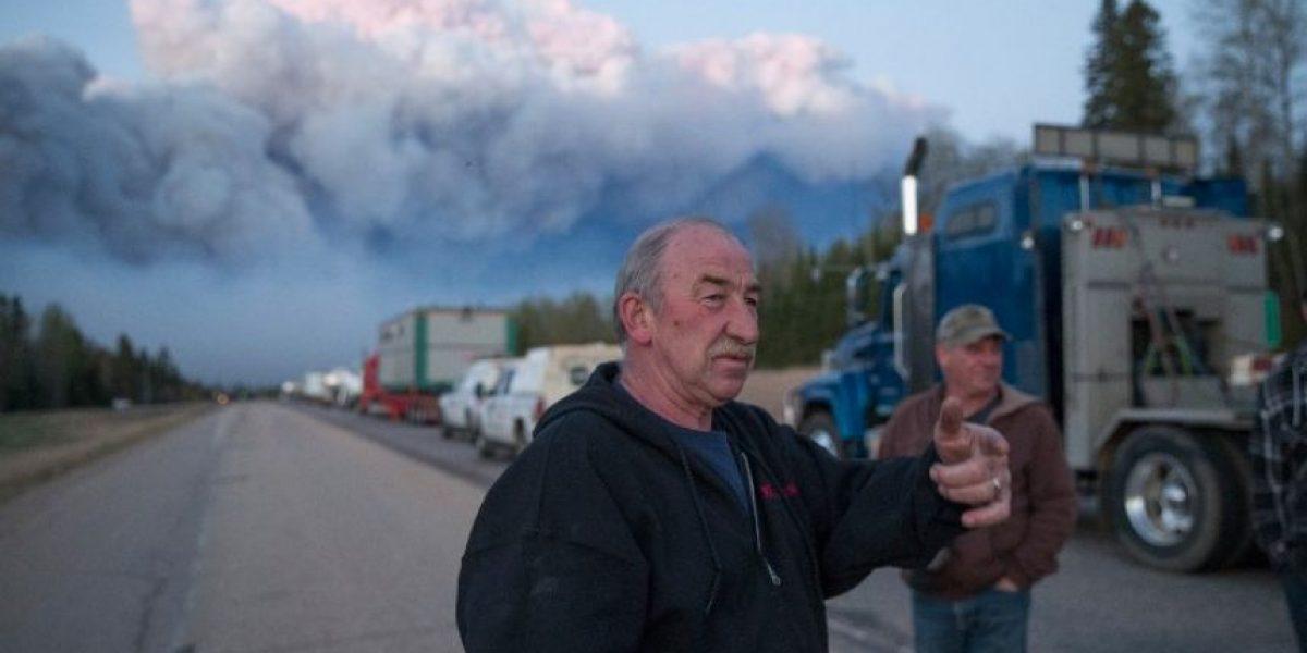 Los bomberos son incapaces de controlar el devastador incendio del noroeste de Canadá