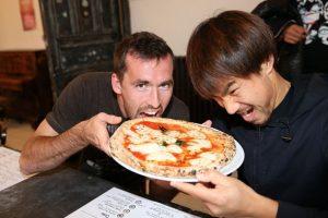 """""""Tienen que trabajar para lograr cualquier cosa. Así que trabajen también para su pizza. Haremos nuestra propia pizza"""". Foto:Getty Images. Imagen Por:"""