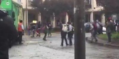 Estudiantes intentaron saquear un camión de cervezas en medio de marcha por la educación