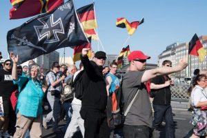 La marcha convocada por los ultraderecha. Foto:Efe. Imagen Por: