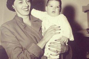 Y su madre, Clemencia Calderón Nieto. Foto:Facebook.com/JMSantos.Presidente. Imagen Por: