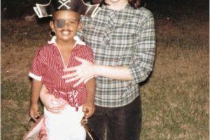 Y su madre, Ann Dunham. Foto:Flickr.com/usembassyjakarta. Imagen Por: