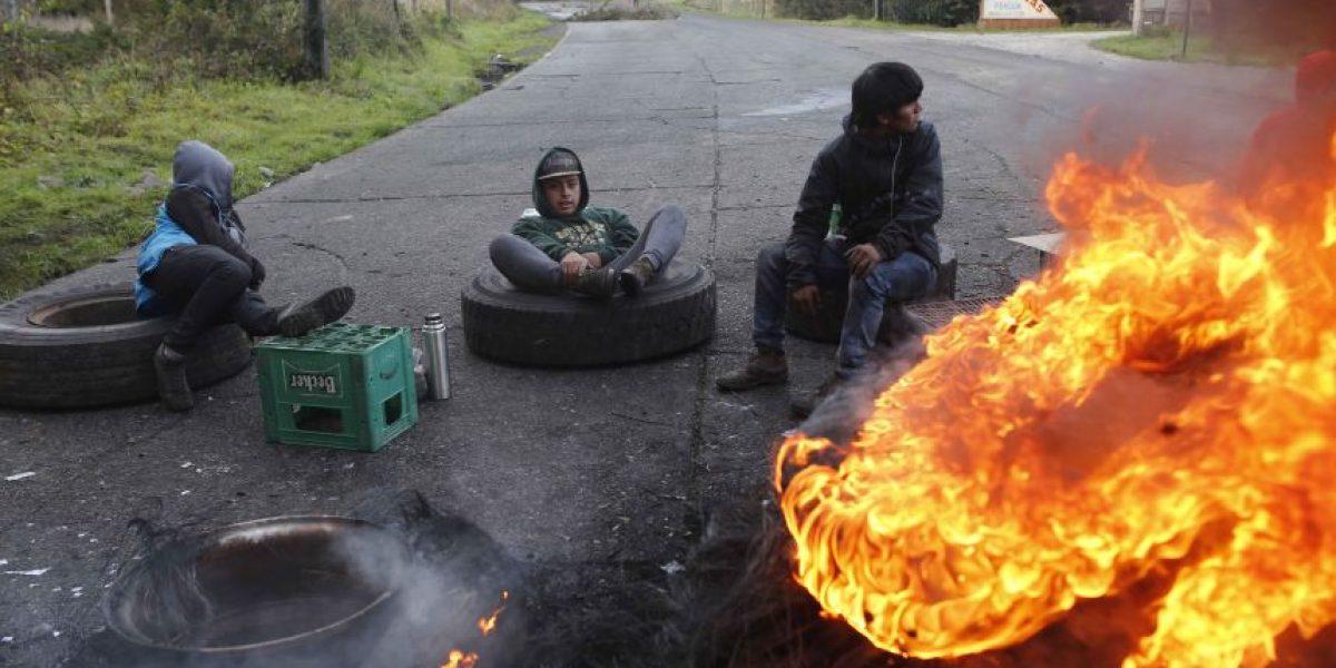Chiloé: siguen bloqueos y sólo se permite paso de vehículos de emergencia