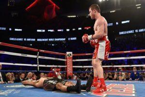 Que estaba junto al cuadrilátero, para que subiera al ring a pelear Foto:Getty Images. Imagen Por: