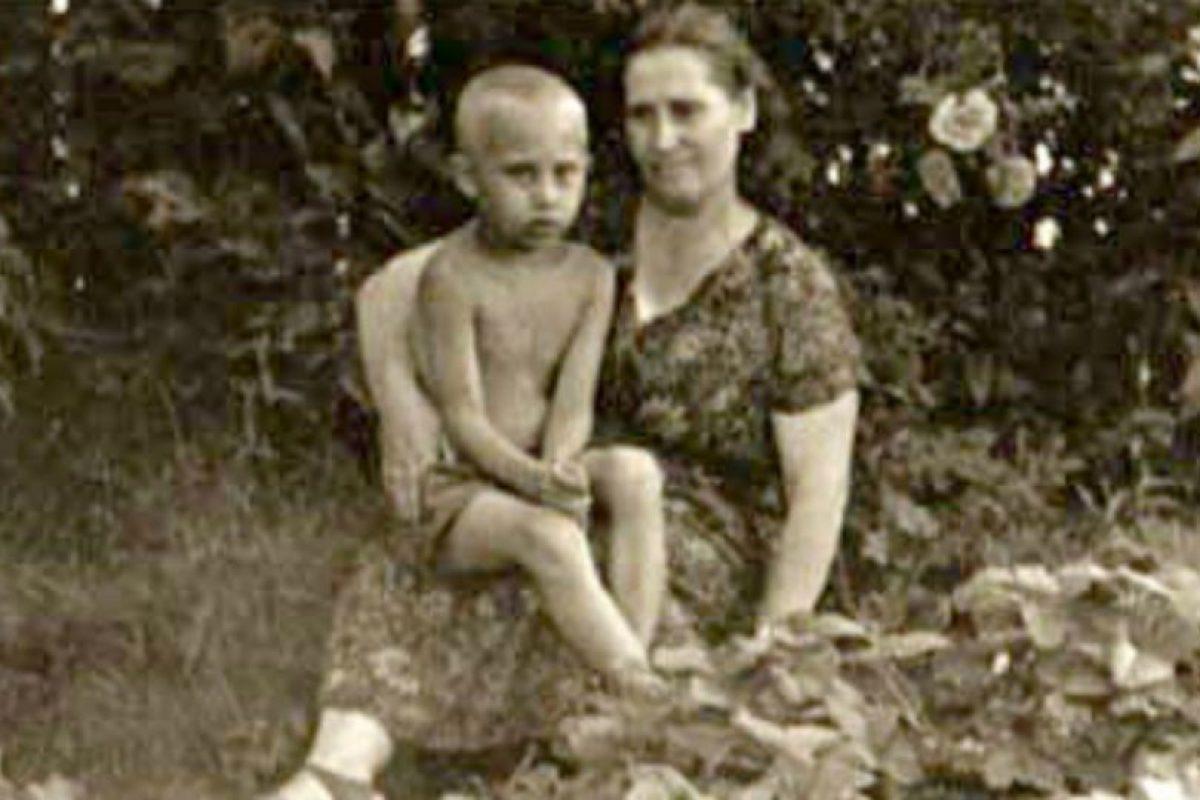 Y su madre Maria Ivanovna Shelomova, quien falleció en 1998. Foto:Wikimedia. Imagen Por:
