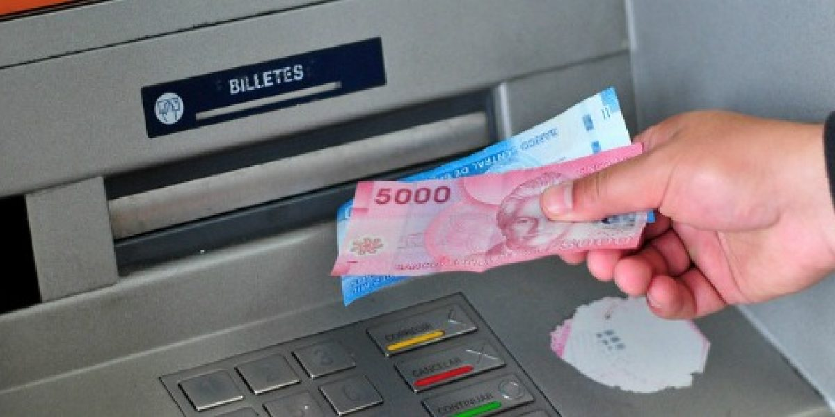Sernac y bancos logran acuerdo para que cajeros se mantengan operativos y con dinero