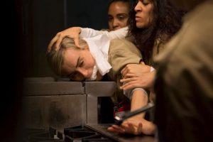 La historia está basada en la experiencia de la productora Piper Kerman, quien pasó por prisión por el mismo delito que la protagonista. Foto:vía facebook.com/orangeisthenewblack. Imagen Por: