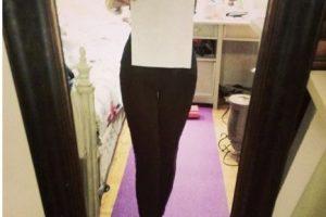 O poner una hoja de papel para demostrar que su cintura es de menor tamaño Foto:Twitter.com. Imagen Por: