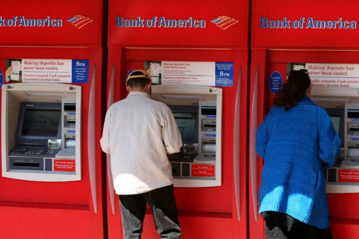 El primer cajero automático en Nueva York fracasó, pues nadie le daba uso. Foto:Getty Images. Imagen Por: