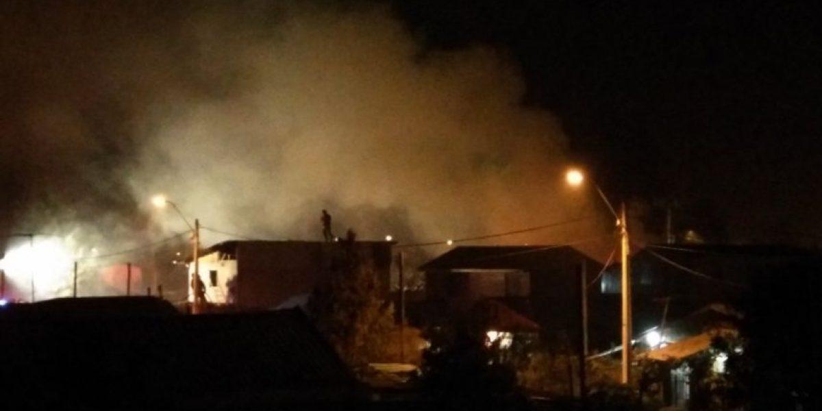 Incendio en Padre Hurtado deja una mujer muerta y una persona herida