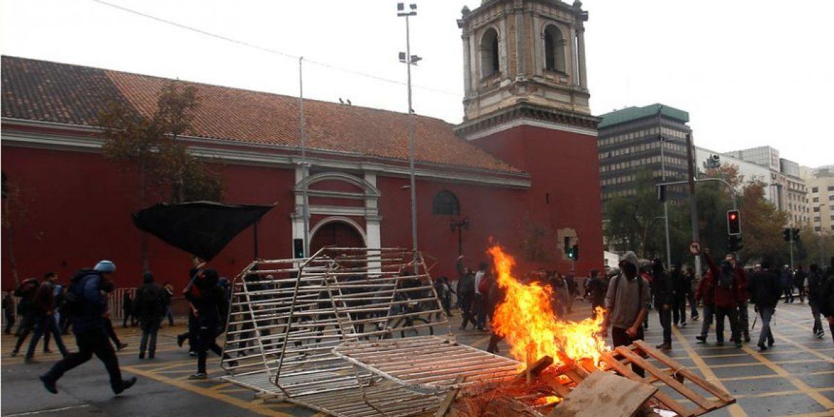 Con incidentes finalizó masiva marcha convocada por estudiantes en Santiago