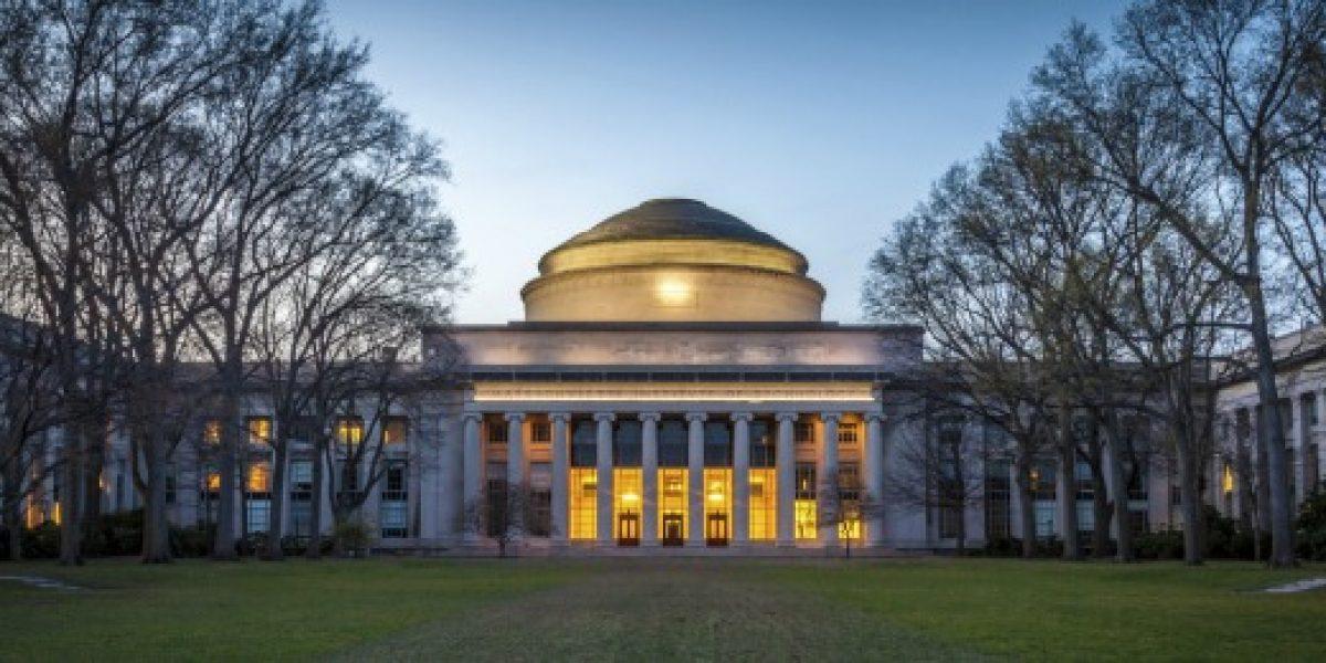 MIT Technology Review en español premia a 7 jóvenes chilenos por sus emprendimientos
