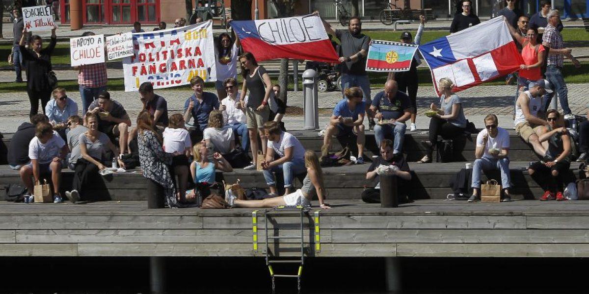 Nueva protesta en apoyo a Chiloé durante actividad de Presidenta Bachelet en Suecia