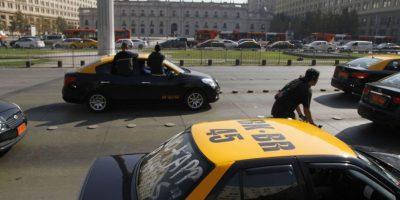 Protesta anti Uber: cinco caravanas de taxistas y colectivos confluirán en la Alameda este jueves