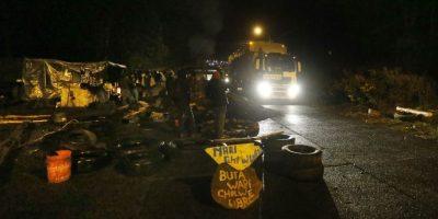 Crisis en Chiloé: pescadores movilizados permiten paso a camiones con gas licuado