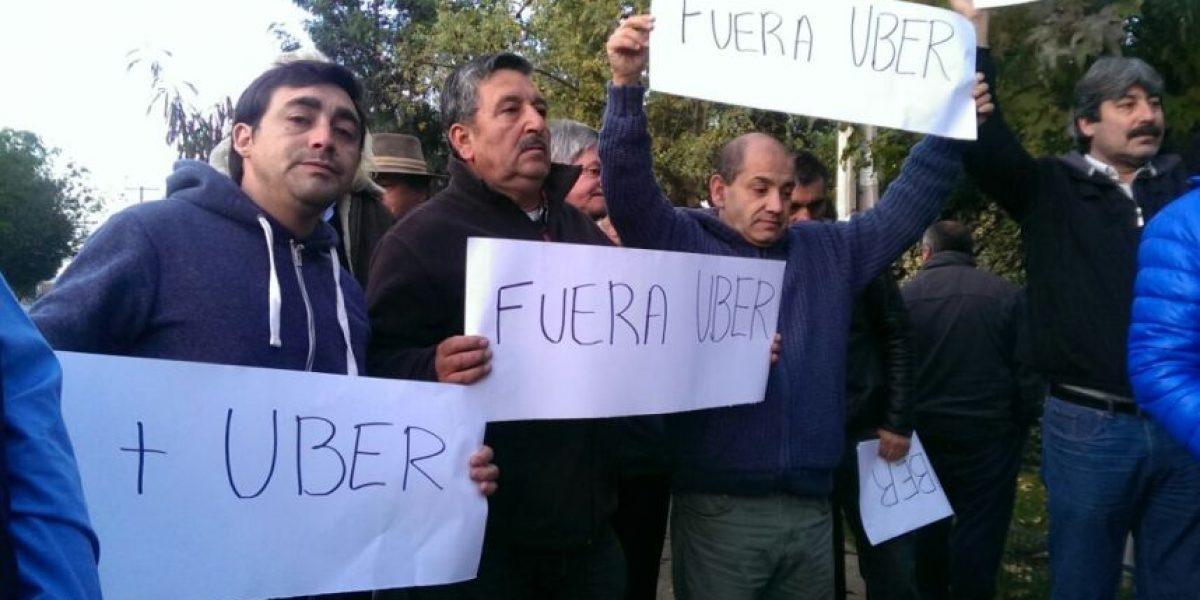 Quiebre en gremio de taxistas: grupo acusa oportunismo por protestas contra Uber