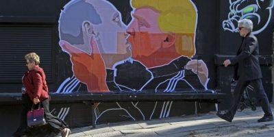 El beso entre Trump y Putin en un gratifi ilustra el temor de los lituanos