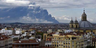 Un incendio en un vertedero de neumáticos de España genera una nube tóxica