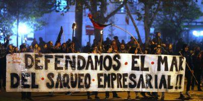 Con incidentes culminó en Plaza Italia manifestación en apoyo a Chiloé