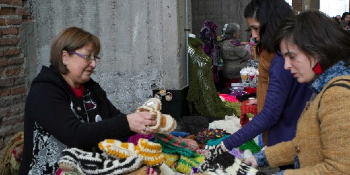 IV versión de la Feria del Regaloneo: emprendedoras muestran sus artesanías