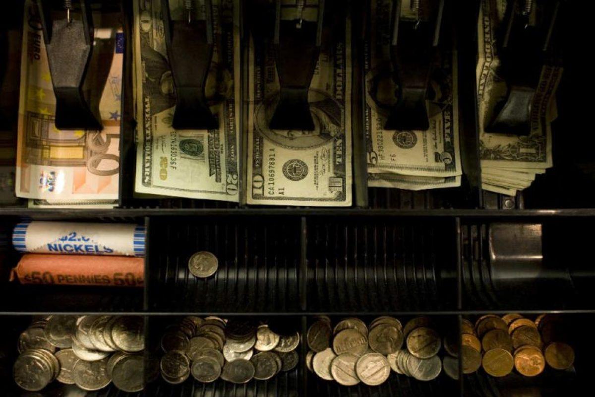 Sólo adquieran una cuenta bancaria conjunta si tienen la mismas ideas económicas. Foto:Getty Images. Imagen Por: