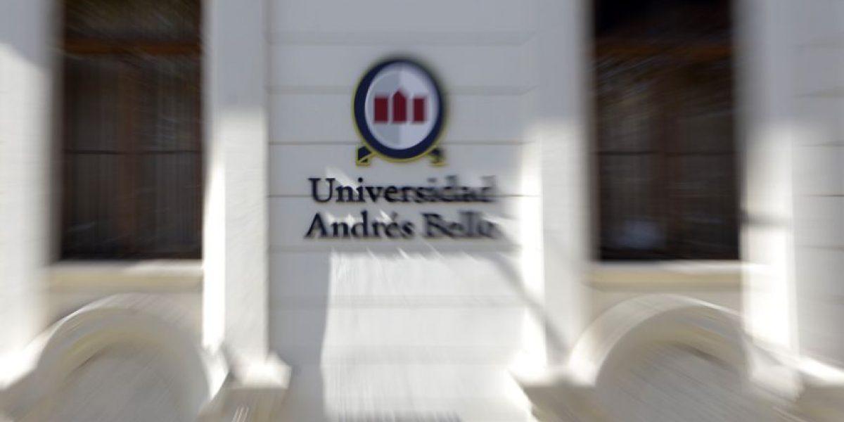 Carabineros desalojó toma de estudiantes de la Universidad Andrés Bello