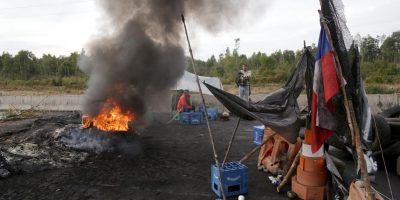 Pescadores artesanales mantienen bloqueo de Ruta 5 Sur en el cruce Maullín
