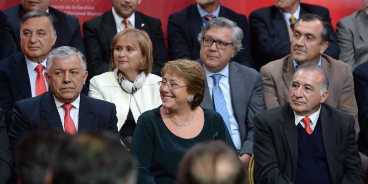 Bachelet promulga ley de gestión y profesionalización de personal municipal