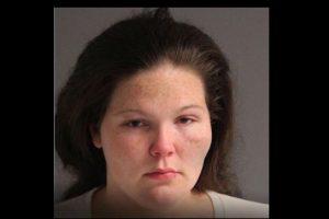 Sandra McClary, fue arrestada por abandonar a su bebé en la carretera. Foto:Vía facebook.com/aacopd. Imagen Por: