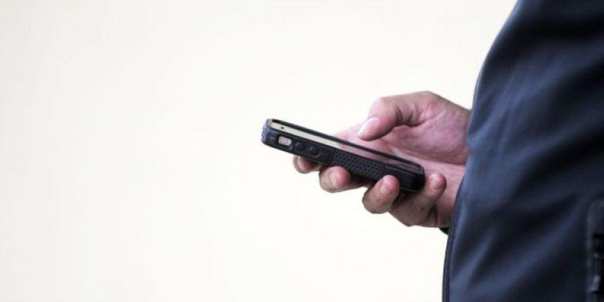Diputados DC presentan proyecto para prohibir uso de celulares en los bancos