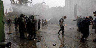 Estudiantes se manifiestan en la Alameda por reforma educacional