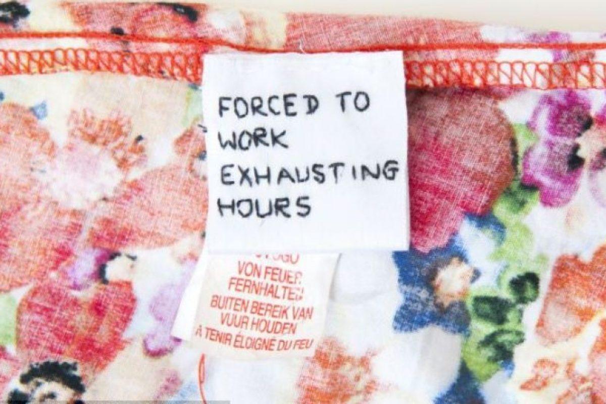 Y cuando menos lo esperaba encontró en su ropa nueva una nota de explotación laboral. Foto:Servicio de Noticias de Gales. Imagen Por: