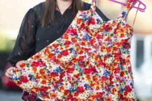 Rebecca Gallagher compró un vestido en la cadena Primark. Foto: Servicio de Noticias de Gales. Imagen Por: