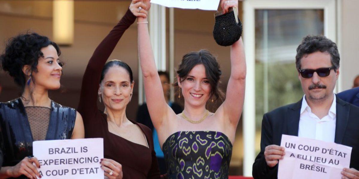 Legendaria Sonia Braga lideró protesta en Cannes por