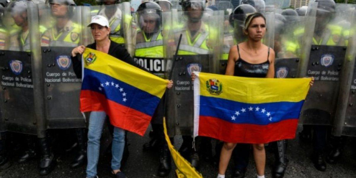 El Parlamento venezolano debate el estado de excepción que busca evitar el referendo